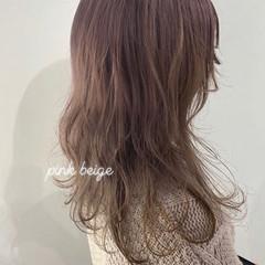 ロング ピンク ガーリー ベージュ ヘアスタイルや髪型の写真・画像