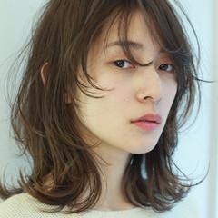 ワイドバング ハイライト ウルフカット ミディアム ヘアスタイルや髪型の写真・画像
