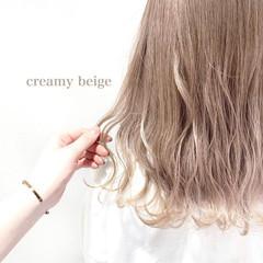 ミルクティーベージュ ナチュラル ミディアム ベージュ ヘアスタイルや髪型の写真・画像