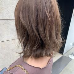 ヌーディベージュ ミディアム ベージュ バレイヤージュ ヘアスタイルや髪型の写真・画像