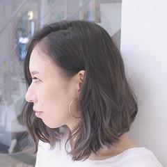 グラデーションカラー ボブ 切りっぱなし アッシュ ヘアスタイルや髪型の写真・画像