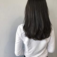 ミディアム 暗髪 ブルーアッシュ フェミニン ヘアスタイルや髪型の写真・画像
