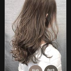 大人女子 巻き髪 ナチュラル イルミナカラー ヘアスタイルや髪型の写真・画像