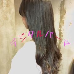 パーマ ロング デジタルパーマ アッシュ ヘアスタイルや髪型の写真・画像