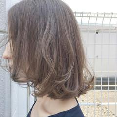 ミディアム 外ハネ ナチュラル ボブ ヘアスタイルや髪型の写真・画像
