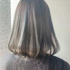 グレージュ ボブ 大人ハイライト ナチュラル ヘアスタイルや髪型の写真・画像