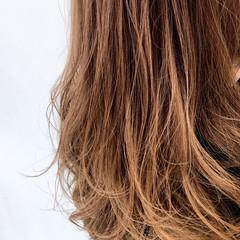 パーマ ヘアカラー セミロング ナチュラルグラデーション ヘアスタイルや髪型の写真・画像