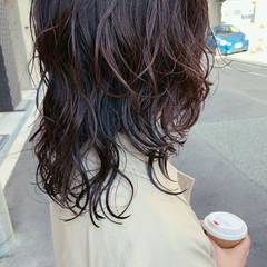 ゆるふわパーマ フェミニン バイオレットアッシュ セミロング ヘアスタイルや髪型の写真・画像