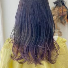 セミロング バイオレットアッシュ ピンクバイオレット モード ヘアスタイルや髪型の写真・画像