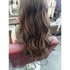外国人風 グラデーションカラー グレージュ ブルーアッシュ ヘアスタイルや髪型の写真・画像