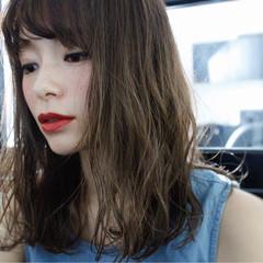 セミロング ミルクティー 大人女子 前髪あり ヘアスタイルや髪型の写真・画像