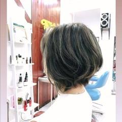 ハイライト グレーアッシュ ナチュラル ショートボブ ヘアスタイルや髪型の写真・画像