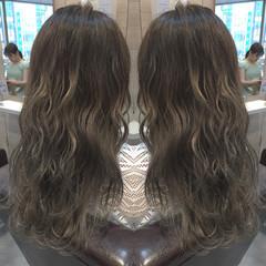 グレージュ ハイライト グラデーションカラー 外国人風 ヘアスタイルや髪型の写真・画像