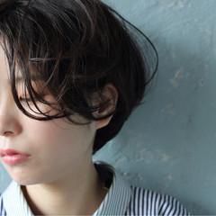パーマ ウェーブ ショート 艶髪 ヘアスタイルや髪型の写真・画像