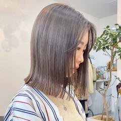 アッシュベージュ ブリーチカラー ミルクティーベージュ ベージュ ヘアスタイルや髪型の写真・画像