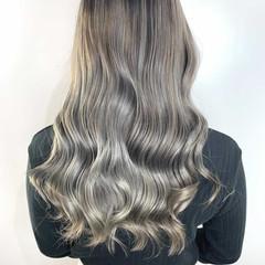 ミルクティーベージュ ロング 透明感カラー ハイトーンカラー ヘアスタイルや髪型の写真・画像