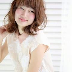 アッシュ ミディアム 大人かわいい 外国人風 ヘアスタイルや髪型の写真・画像