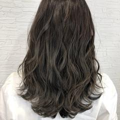セミロング ミルクティーグレージュ オリーブグレージュ ベージュ ヘアスタイルや髪型の写真・画像