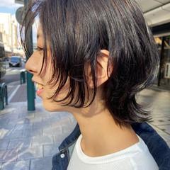 マッシュウルフ ウルフカット ナチュラル ナチュラルウルフ ヘアスタイルや髪型の写真・画像