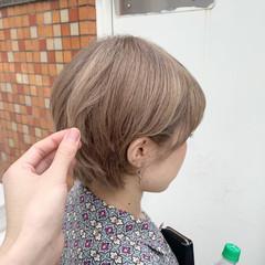ブリーチカラー ショート シアーベージュ ミルクティーベージュ ヘアスタイルや髪型の写真・画像