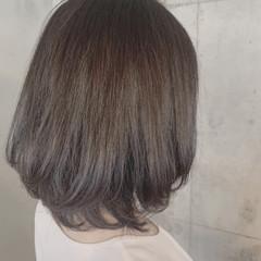 ナチュラル ミディアム ミディアムレイヤー ヘアスタイルや髪型の写真・画像