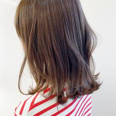 ミディアム 前下がりボブ ハイライト 切りっぱなしボブ ヘアスタイルや髪型の写真・画像