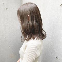 グレージュ セミロング ナチュラル ミルクティーグレージュ ヘアスタイルや髪型の写真・画像