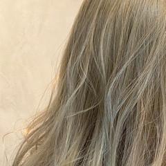 ダブルカラー ロング ハイトーンカラー ベージュ ヘアスタイルや髪型の写真・画像