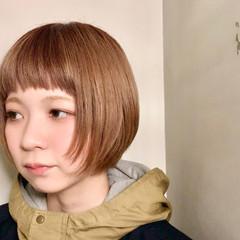オレンジベージュ 束感バング ミニボブ ボブ ヘアスタイルや髪型の写真・画像