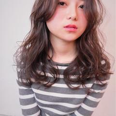 ストリート 外国人風 セミロング 暗髪 ヘアスタイルや髪型の写真・画像