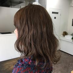 グレージュ グレー アッシュ ミディアム ヘアスタイルや髪型の写真・画像