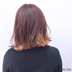 外ハネ インナーカラー イエロー ミルクティー ヘアスタイルや髪型の写真・画像