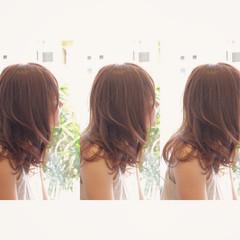 セミロング イルミナカラー エレガント 大人かわいい ヘアスタイルや髪型の写真・画像