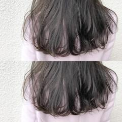 アッシュグレージュ ダブルカラー アンニュイほつれヘア ナチュラル ヘアスタイルや髪型の写真・画像