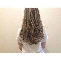 ロング ミルクティーベージュ ミルクティーブラウン コントラストハイライト ヘアスタイルや髪型の写真・画像