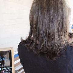 カーキ グレー ストリート ロブ ヘアスタイルや髪型の写真・画像