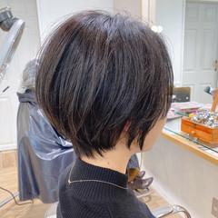 黒髪 小顔ショート ナチュラル 大人可愛い ヘアスタイルや髪型の写真・画像