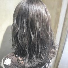 グレー デート アッシュグレージュ 冬 ヘアスタイルや髪型の写真・画像