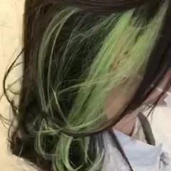 ナチュラル グリーン インナーカラー 外ハネボブ ヘアスタイルや髪型の写真・画像