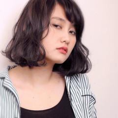 ミディアム アッシュグレージュ グレージュ 外国人風 ヘアスタイルや髪型の写真・画像
