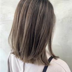 切りっぱなしボブ ミディアム ミルクティーグレージュ ナチュラル ヘアスタイルや髪型の写真・画像