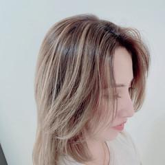 フェミニン ミディアム ウルフカット ヘアスタイルや髪型の写真・画像