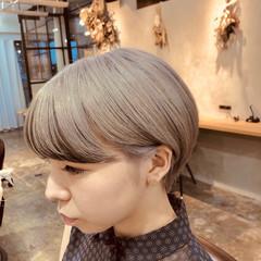ショート ハイトーンカラー ハンサムショート 耳掛けショート ヘアスタイルや髪型の写真・画像