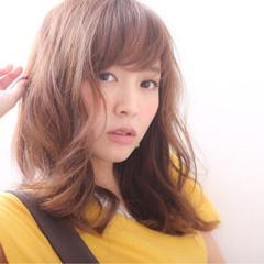 ミディアム 簡単 ナチュラル パーマ ヘアスタイルや髪型の写真・画像