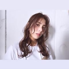 デート 暗髪 ナチュラル アンニュイほつれヘア ヘアスタイルや髪型の写真・画像