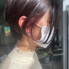 インナーピンク イヤリングカラーピンク イヤリングカラー ナチュラル ヘアスタイルや髪型の写真・画像