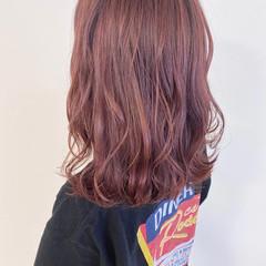 ピンクベージュ ナチュラル セミロング アプリコットオレンジ ヘアスタイルや髪型の写真・画像