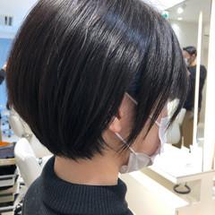 前下がり ショート 流し前髪 ナチュラル ヘアスタイルや髪型の写真・画像
