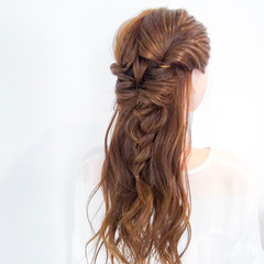 簡単ヘアアレンジ ヘアアレンジ ロング アウトドア ヘアスタイルや髪型の写真・画像