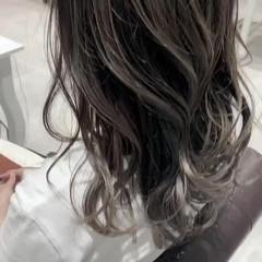バレイヤージュ セミロング ミルクティーグレージュ 透明感カラー ヘアスタイルや髪型の写真・画像